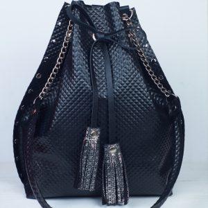 valódi bőr, összehúzható, válltáska, drawstring, fekete, egyedi táska, kézzel készült, szegecses