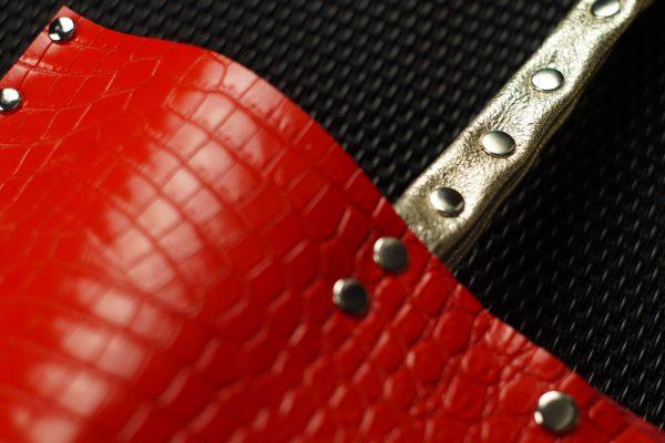 piros, valódi bőr, kígyó bőr, egyedi, kézzel készült, válltáska, bojt, arany