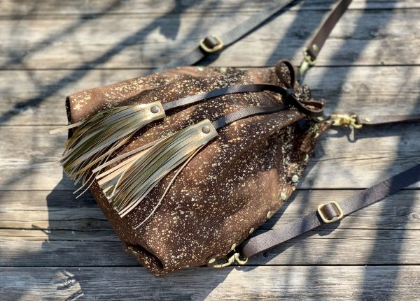 hátizsák, válltáska, átalakítható, valódi bőr, multifunkcionális, kézzel készült, bojt, egyedi