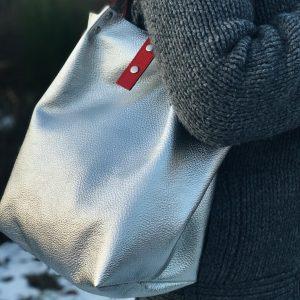 ezüst, egyterű, shopper, válltáska, kézitáska, valódi bőr, bőr táska, egyedi, kézzel készült, magyar termék