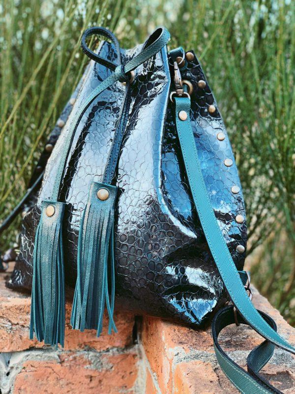 sötétzöld táska, valódi bőr táska, egyedi táska, kézitáska, bőr hátizsák, Debrecen